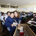 Escola estadual cria biblioteca itinerante para incentivar prática da leitura